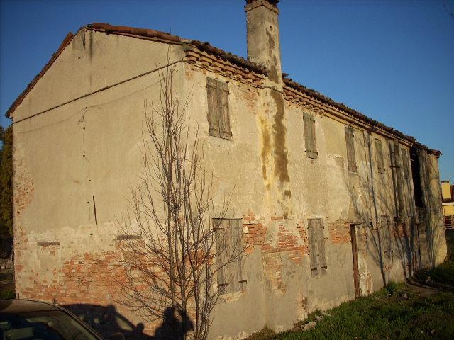 Rustico / Casale in vendita a Este, 8 locali, zona Località: BERTAZZO, prezzo € 110.000 | Cambio Casa.it