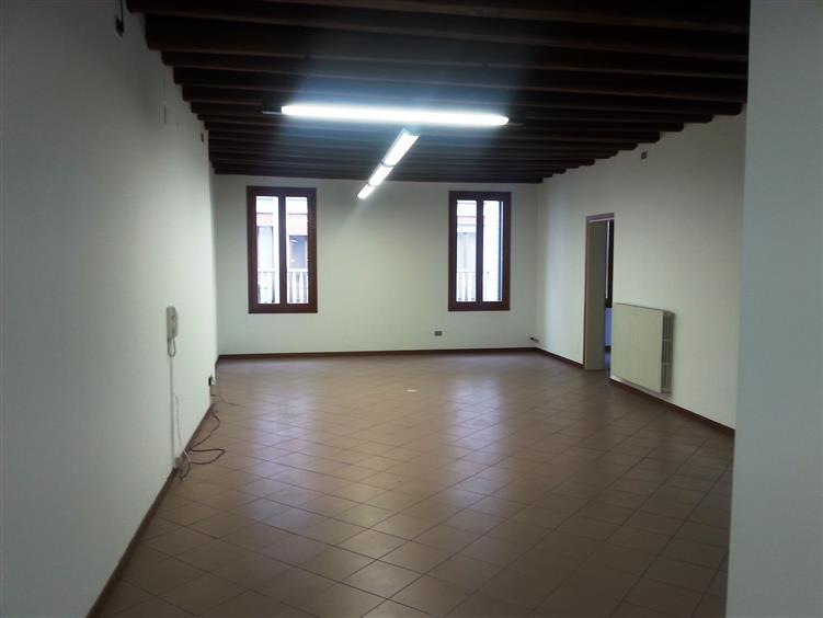 Ufficio / Studio in affitto a Este, 9999 locali, prezzo € 650 | Cambio Casa.it