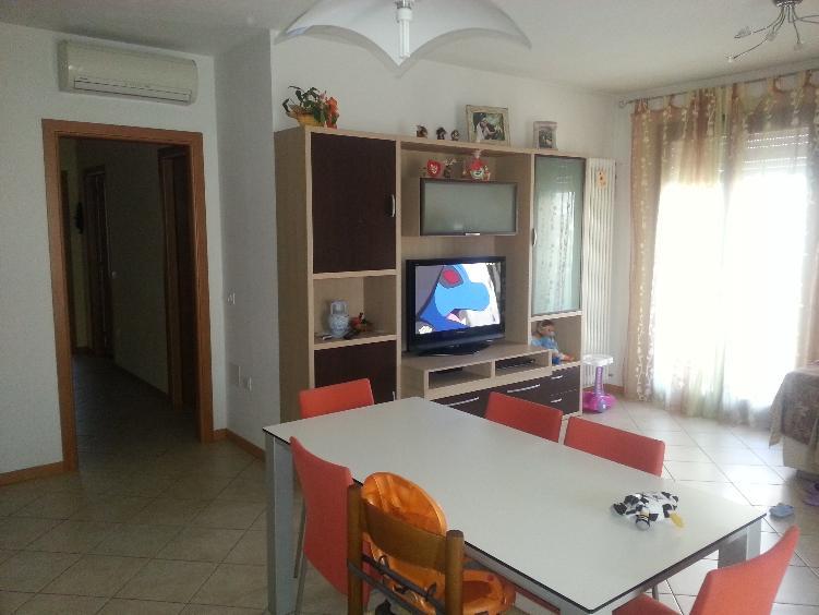 Appartamento in vendita a Este, 5 locali, prezzo € 138.000 | Cambio Casa.it