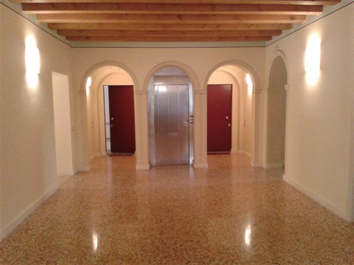 Appartamento in vendita a Este, 4 locali, prezzo € 280.000 | Cambio Casa.it