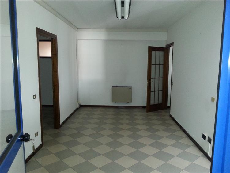 Ufficio / Studio in affitto a Monselice, 6 locali, prezzo € 1.300 | Cambio Casa.it