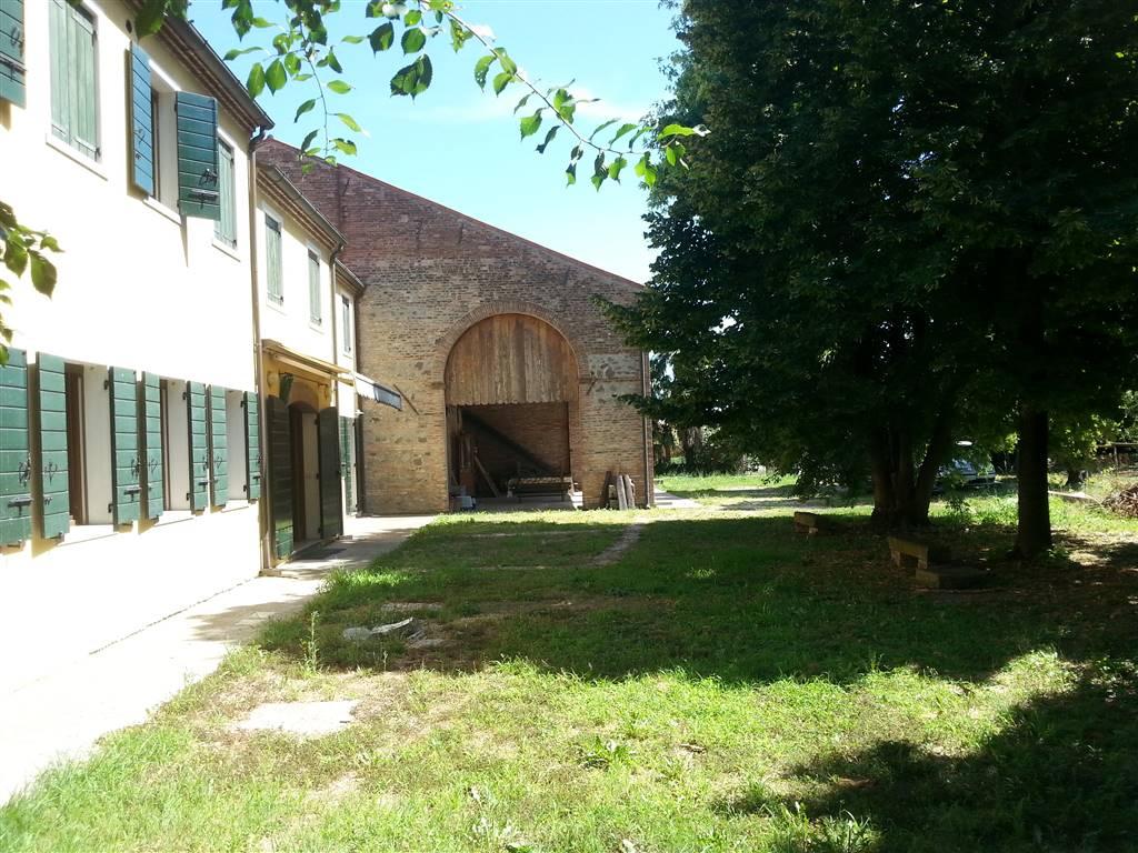 Rustico / Casale in vendita a Este, 8 locali, prezzo € 270.000 | Cambio Casa.it