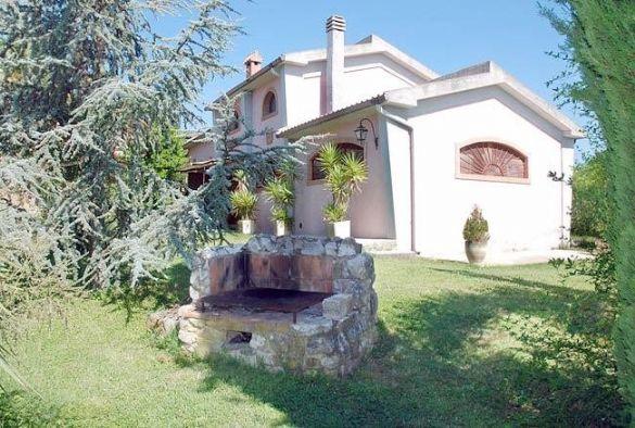 Casa indipendente di lusso in vendita a castiglione della for Vendita case lusso