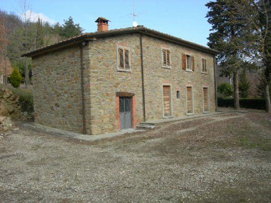 Rustico in Vendita a Arezzo: 5 locali, 280 mq