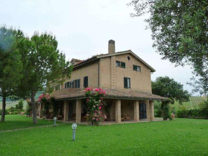 Azienda Agricola in vendita a Macerata, 15 locali, Trattative riservate | Cambio Casa.it