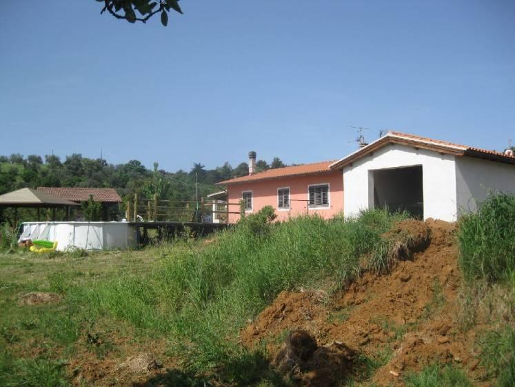 Casa indipendente in vendita a suvereto for Comprare garage indipendente
