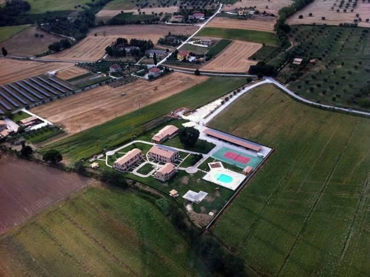 Albergo in vendita a Macerata, 70 locali, Trattative riservate | CambioCasa.it