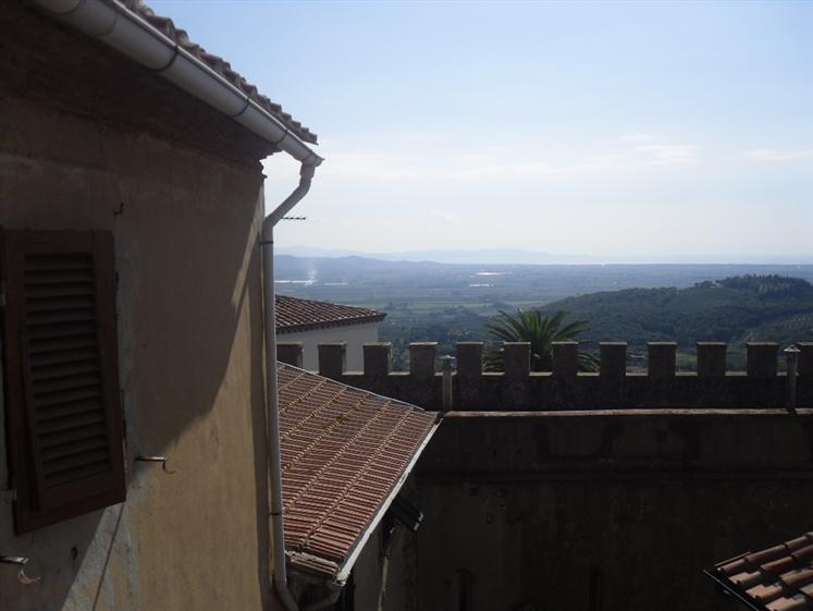 Appartamento in vendita a Campiglia Marittima, 4 locali, prezzo € 190.000 | CambioCasa.it