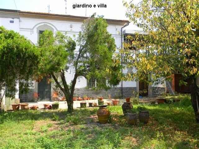 Rustico / Casale in vendita a Castelfranco di Sotto, 40 locali, prezzo € 600.000 | CambioCasa.it