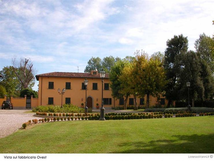 Soluzione Indipendente in vendita a Pisa, 30 locali, Trattative riservate   CambioCasa.it