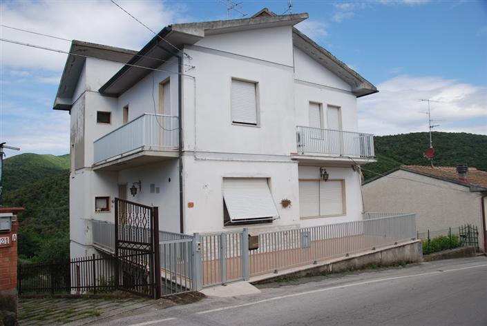 Soluzione Indipendente in vendita a Gavorrano, 8 locali, prezzo € 400.000 | CambioCasa.it