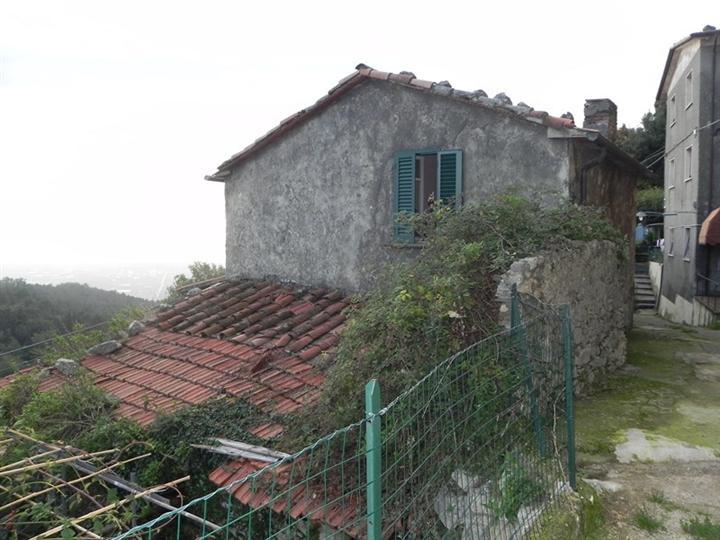 Rustico / Casale in vendita a Camaiore, 11 locali, zona Località: LA CULLA, prezzo € 130.000 | Cambio Casa.it