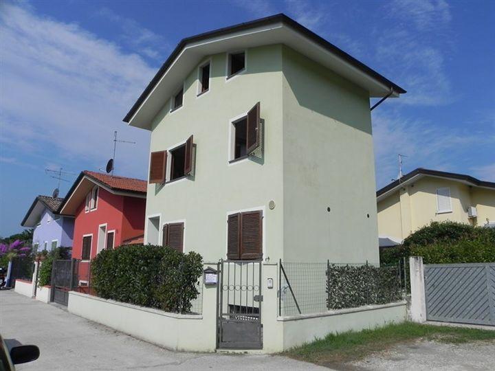 Villa vendita MASSAROSA (LU) - 6 LOCALI - 110 MQ