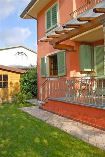 Villa, Camaiore, in ottime condizioni