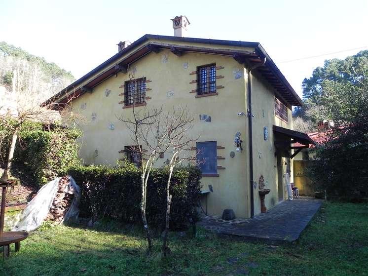 Rustico casale, Montemagno, Camaiore, ristrutturato