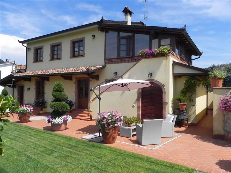 Rustico / Casale in affitto a Camaiore, 10 locali, zona Località: PONTEMAZZORI, prezzo € 2.900 | Cambio Casa.it