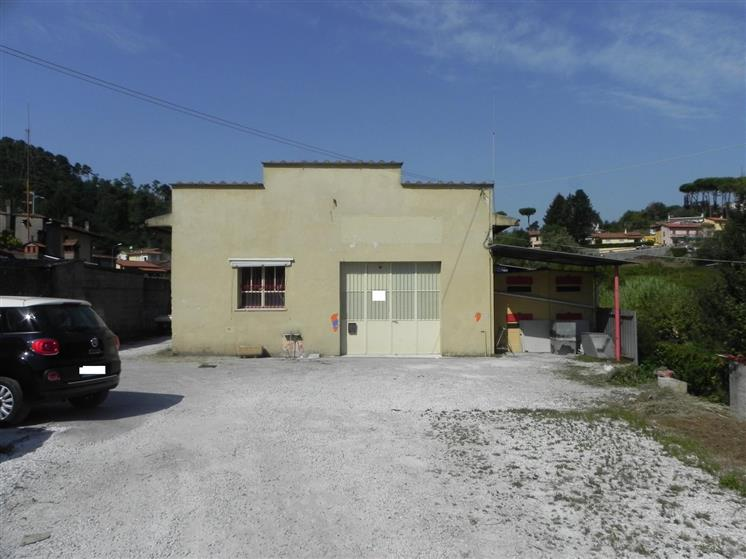 Palazzo / Stabile in vendita a Camaiore, 7 locali, prezzo € 298.000 | Cambio Casa.it