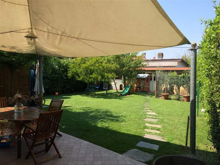 Villa a schiera, Lido Di Camaiore, Camaiore, ristrutturata