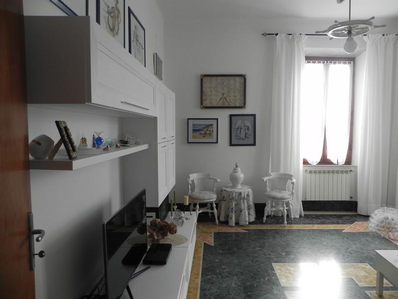Appartamento in vendita a Seravezza, 6 locali, zona Zona: Querceta, prezzo € 290.000   CambioCasa.it