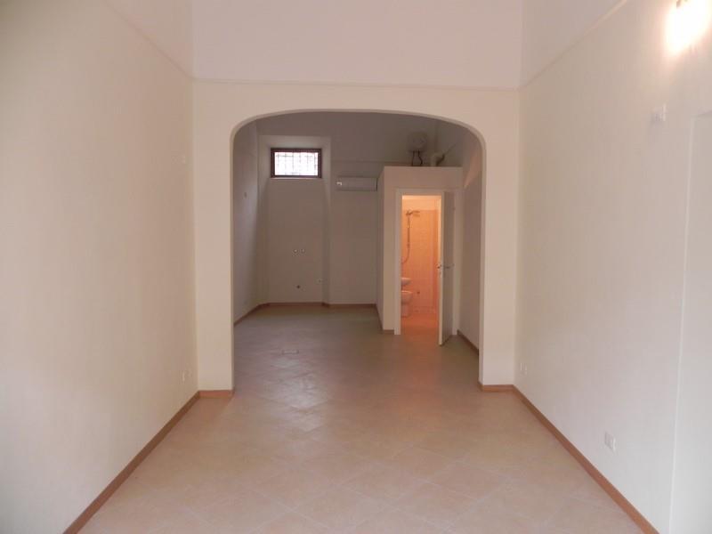 Negozio / Locale in affitto a Camaiore, 2 locali, prezzo € 850 | Cambio Casa.it