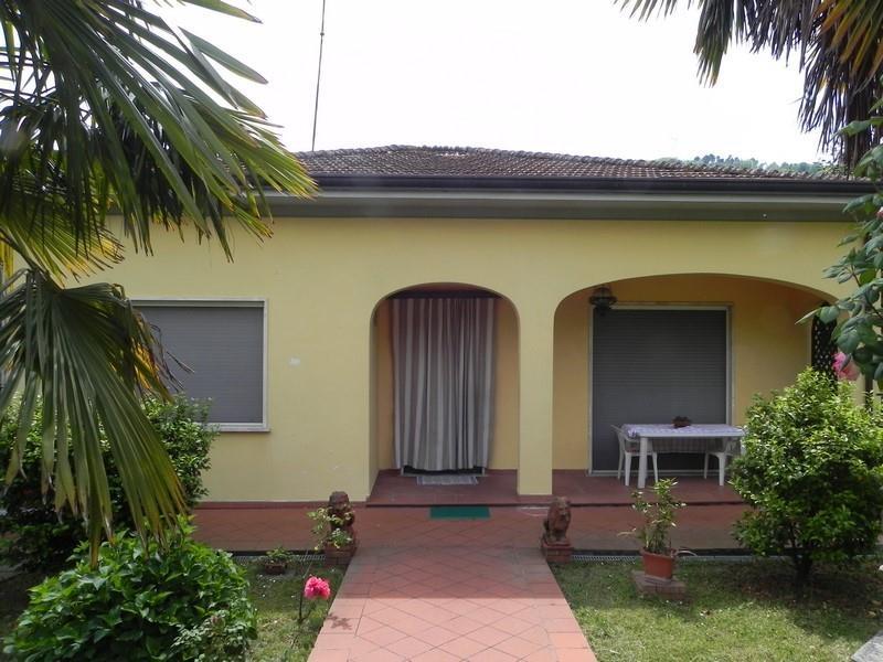 Casa semi indipendente, Camaiore