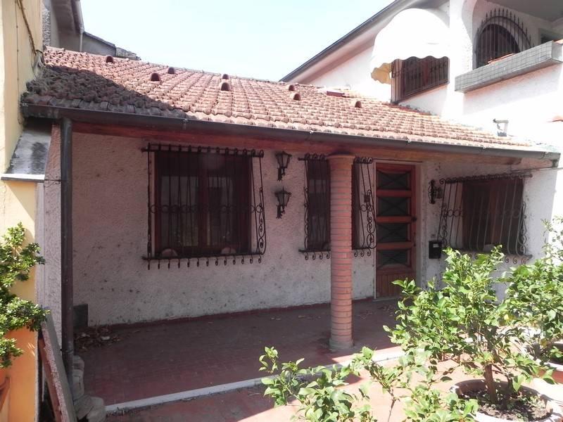 Villa in affitto a Camaiore, 6 locali, prezzo € 700   Cambio Casa.it