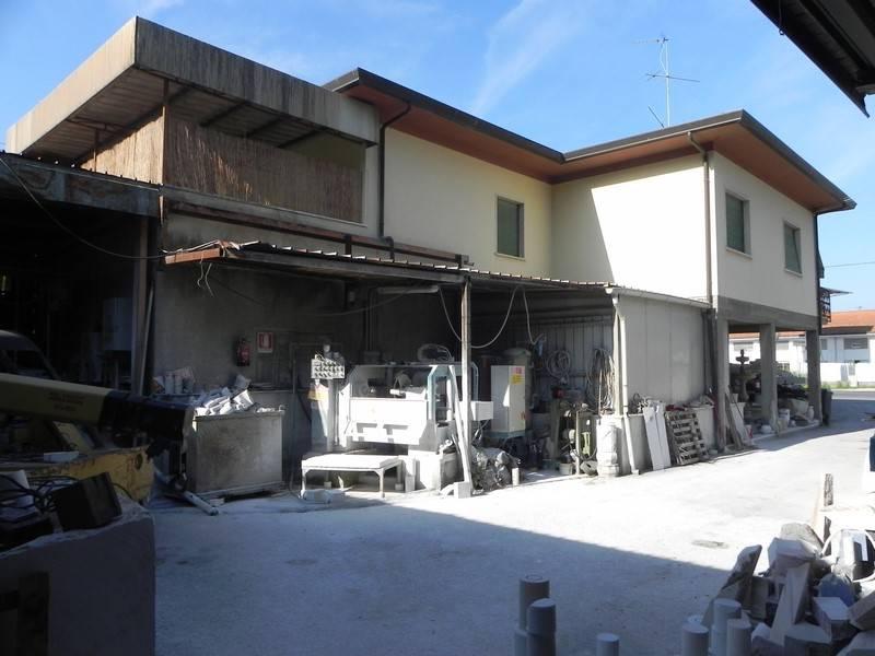 Palazzo / Stabile in vendita a Pietrasanta, 16 locali, prezzo € 750.000 | CambioCasa.it