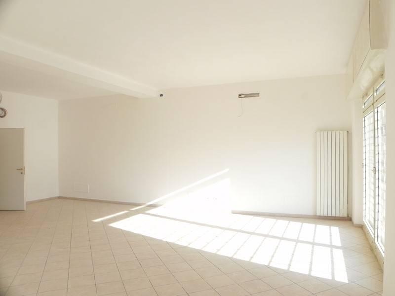 Attività / Licenza in affitto a Camaiore, 5 locali, zona Zona: Lido di Camaiore, prezzo € 1.800 | Cambio Casa.it