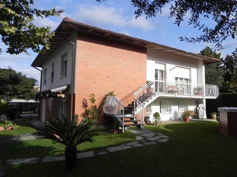 Villa, Querceta, Seravezza