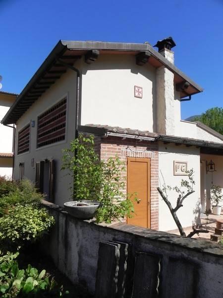 Rustico / Casale in affitto a Camaiore, 8 locali, zona Zona: Capezzano Pianore, prezzo € 950 | Cambio Casa.it