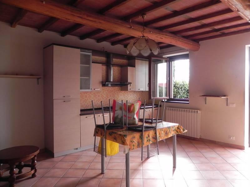 Soluzione Semindipendente in affitto a Massarosa, 5 locali, prezzo € 600 | Cambio Casa.it