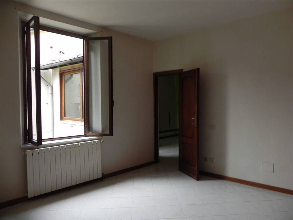 Appartamento in affitto a Camaiore, 3 locali, prezzo € 400 | Cambio Casa.it