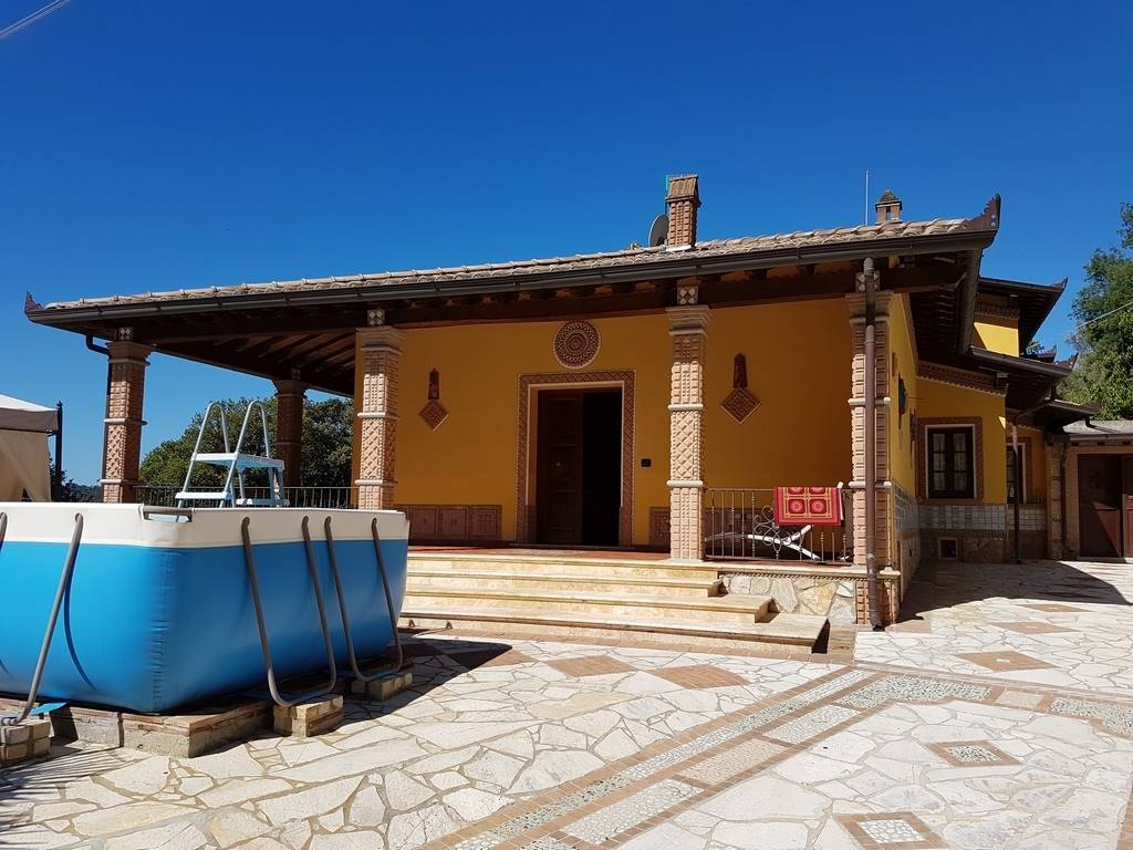 Villa in affitto a Camaiore, 7 locali, prezzo € 12.000 | CambioCasa.it