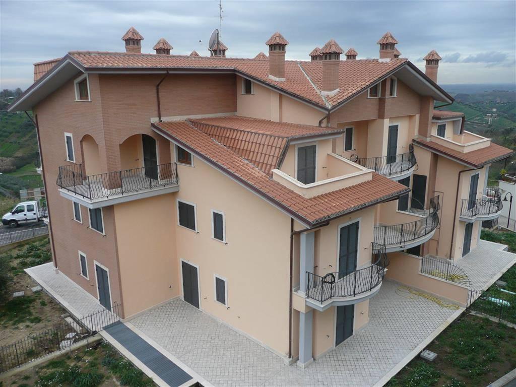 Appartamento in affitto a Monterotondo, 3 locali, zona Località: CAPPUCCINI, prezzo € 750 | CambioCasa.it