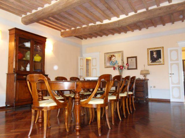 Palazzo / Stabile in Vendita a Campiglia Marittima