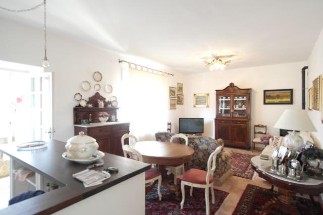 Appartamento in vendita a Piombino, 4 locali, prezzo € 108.000 | Cambio Casa.it