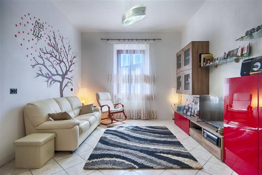 Appartamento in vendita a Campiglia Marittima, 5 locali, zona Zona: Venturina, prezzo € 160.000 | CambioCasa.it