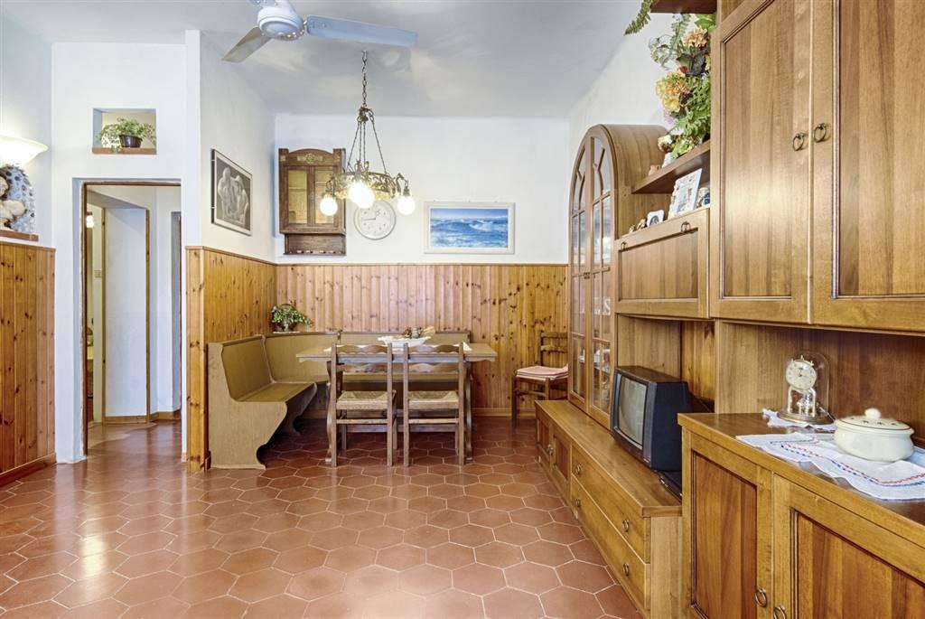 Appartamento in vendita a San Vincenzo, 6 locali, zona Zona: San Carlo, prezzo € 122.000 | CambioCasa.it