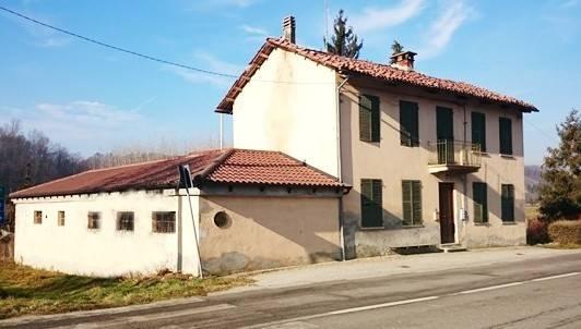 Rustico casale in Strada Statale 458 Di Casalborgone 54, Piea