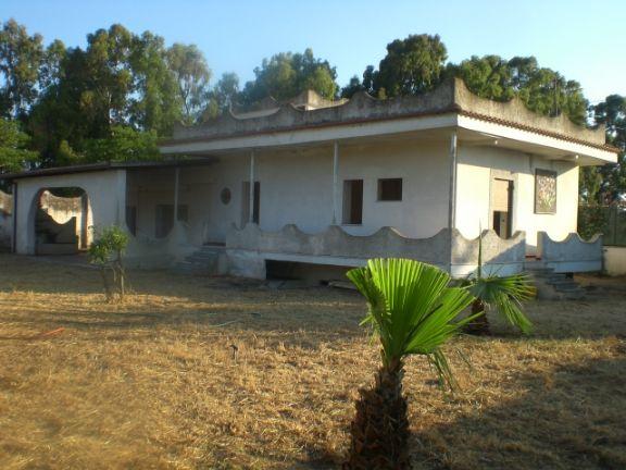 Villa in vendita a Terracina, 5 locali, zona Località: FOCE SISTO, prezzo € 230.000 | Cambio Casa.it