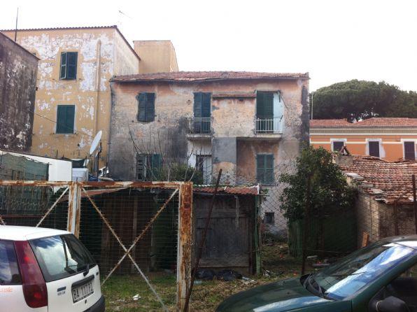 Soluzione Indipendente in vendita a Terracina, 5 locali, zona Località: CENTRALE, prezzo € 150.000 | Cambio Casa.it