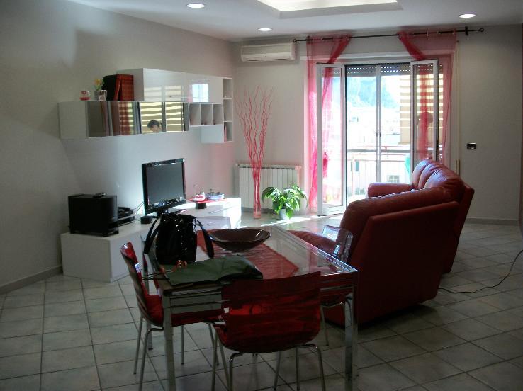 Appartamento in vendita a Terracina, 4 locali, zona Località: CENTRALE, prezzo € 160.000 | Cambio Casa.it