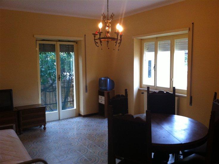 Soluzione Indipendente in vendita a Terracina, 4 locali, zona Località: LUNGOMARE, prezzo € 230.000 | Cambio Casa.it