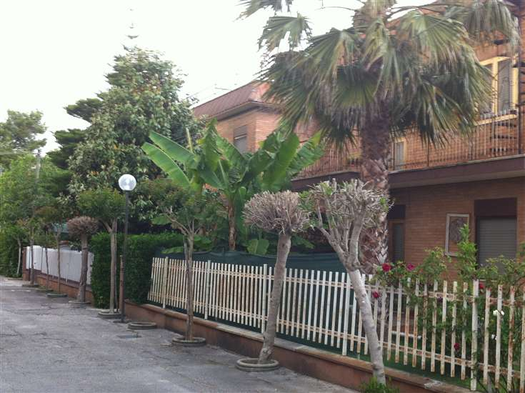 Appartamento in vendita a Terracina, 4 locali, zona Località: PORTO BADINO, prezzo € 130.000 | Cambio Casa.it