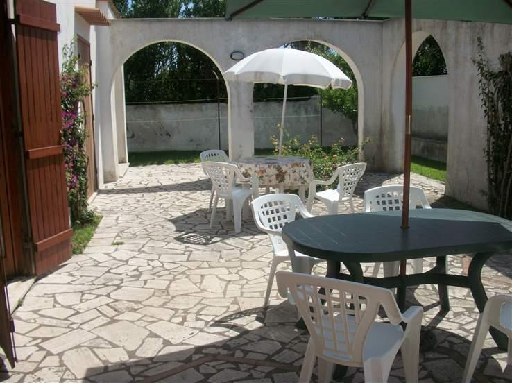 Villa in vendita a Terracina, 8 locali, zona Località: FOCE SISTO, prezzo € 340.000 | Cambio Casa.it