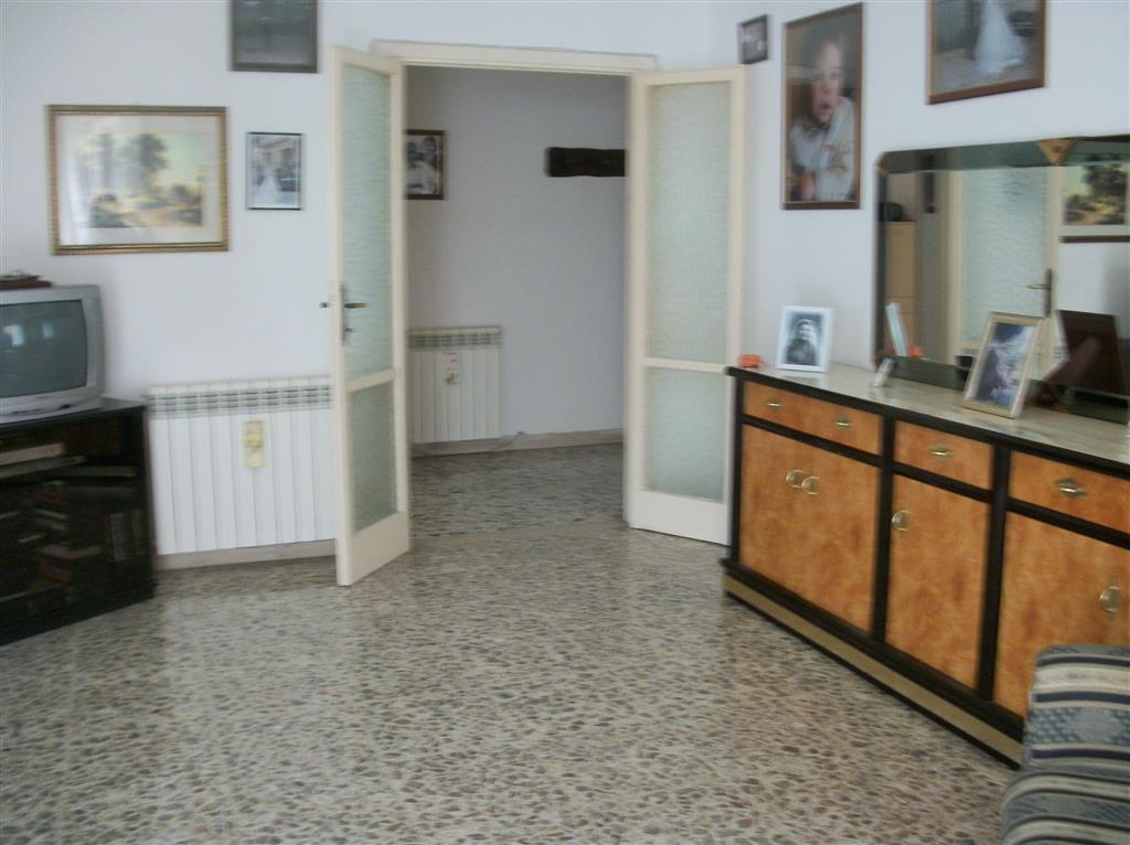 Appartamento in vendita a Terracina, 6 locali, zona Località: CENTRALE, prezzo € 245.000 | CambioCasa.it