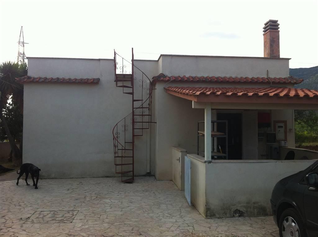 Villa in vendita a Terracina, 8 locali, zona Località: CALCATORE, prezzo € 385.000 | Cambio Casa.it