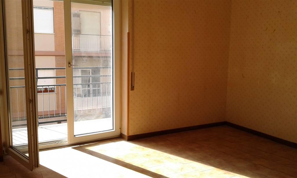 Appartamento in vendita a Terracina, 5 locali, zona Località: CENTRALE, prezzo € 180.000 | Cambio Casa.it
