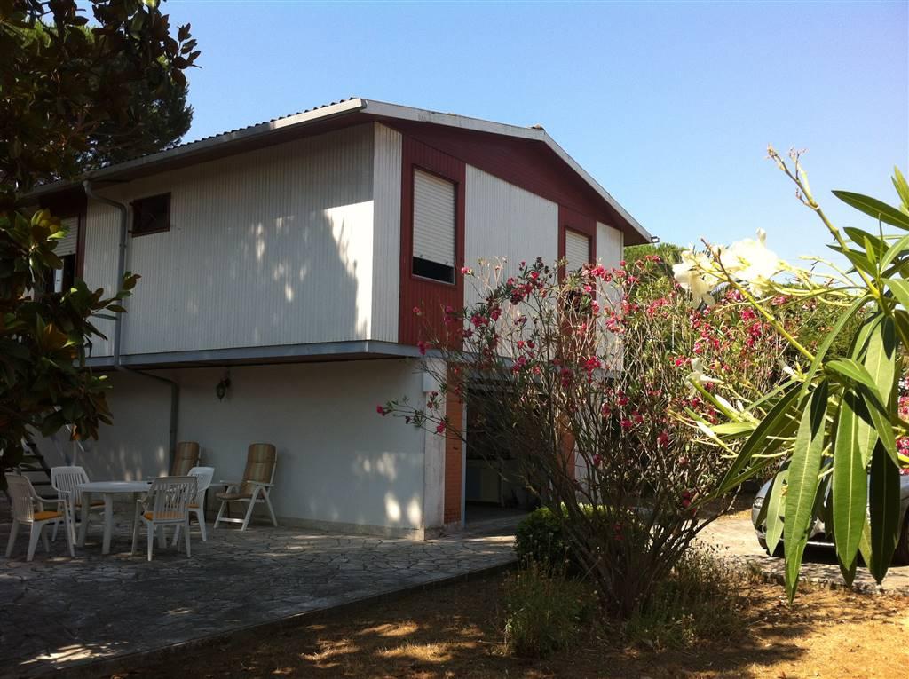 Villa in vendita a Terracina, 5 locali, zona Zona: Badino, prezzo € 160.000 | Cambio Casa.it