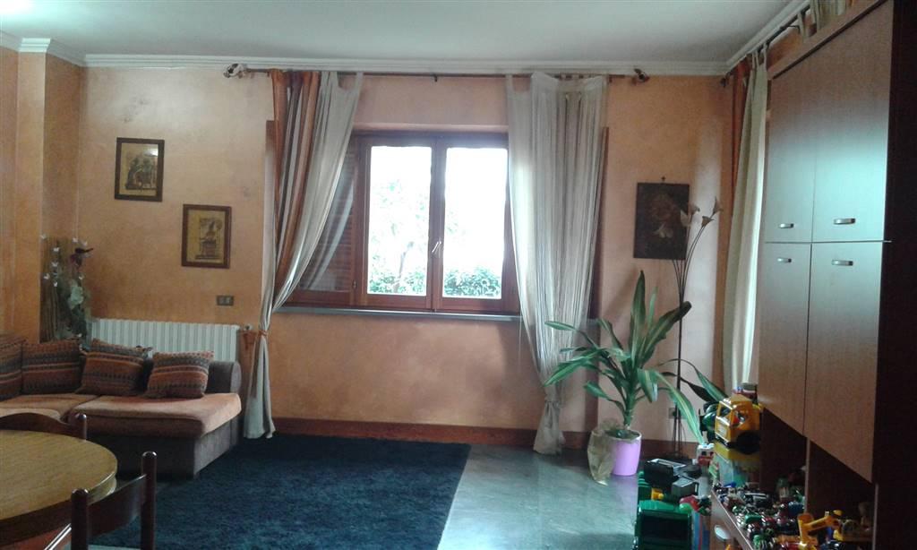 Villa in vendita a Terracina, 10 locali, Trattative riservate | Cambio Casa.it